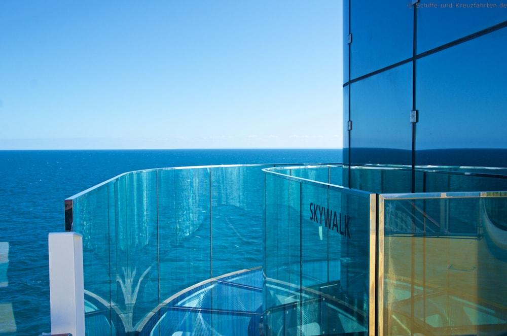 Den Skywalk findet man auf Deck 15 - auf beiden Seiten am Heck an Bord von AIDAprima