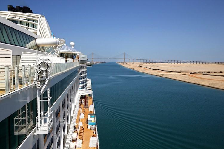 AIDAprima im Suezkanal / © AIDA Cruises