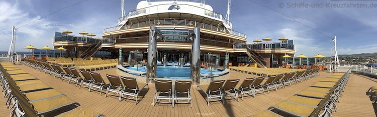 Costa Diadema Pooldeck am Heck