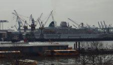 Traumschiff im Dock: MS Amadea bei Blohm & Voss in Hamburg
