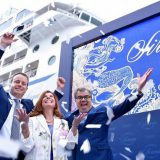 MS Sirena wurde in Barcelona getauft: Jason Montague, President und COO, Oceania Cruises; Taufpatin Claudine Pépin; Frank Del Rio, Norwegian Cruise Line Holdings CEO (von links nach rechts) / © Oceania Cruises
