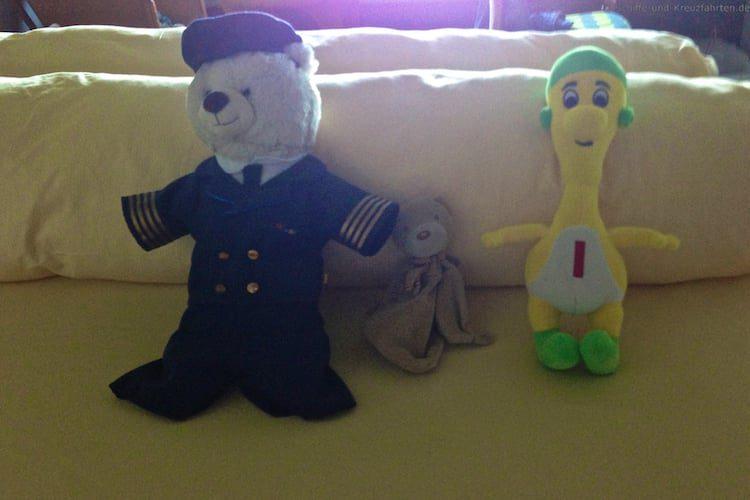 Fridolin hat im Bären Club neue Freunde gefunden. Von links nach rechts: Fridolin, Bu und Itzi