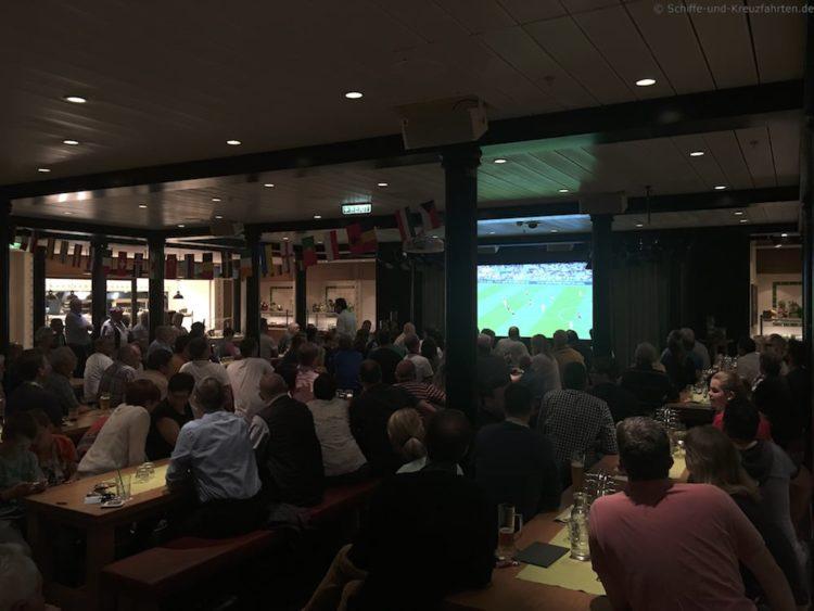 Fußball EM im Brauhaus - AIDAprima