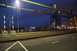 AIDAprima Rotterdam bei Nacht