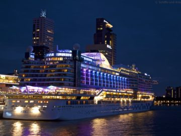 AIDAprima an der Pier in Rotterdam