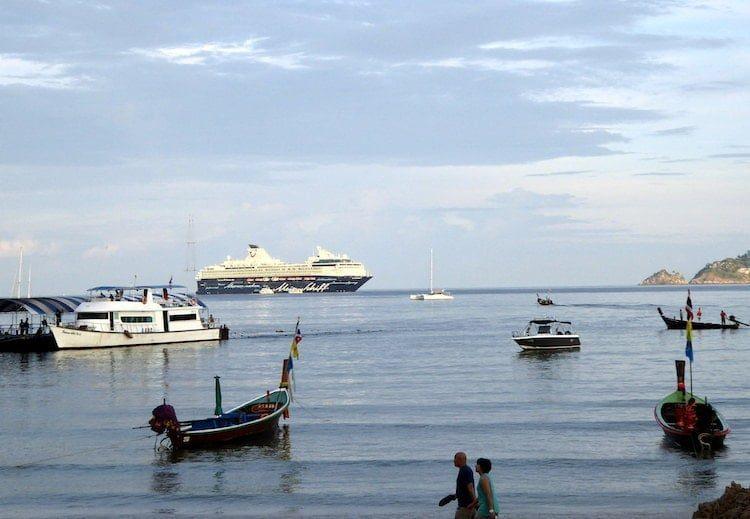 Mein Schiff 1 vor Phuket auf Reede