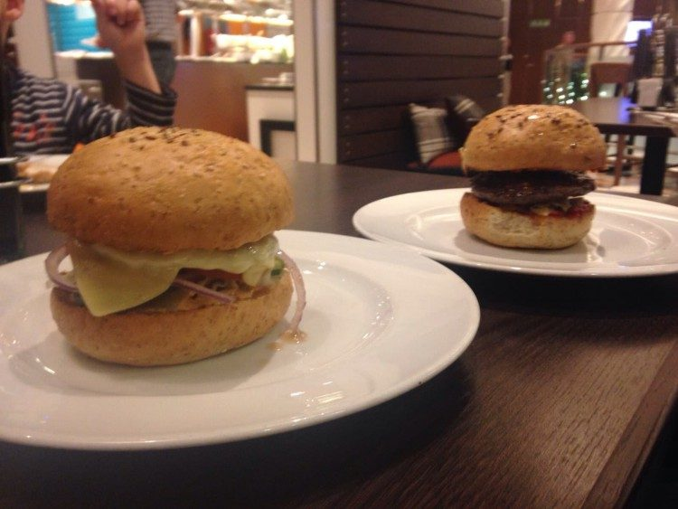 Burger Tag & Nacht Bistro - Mein Schiff 4