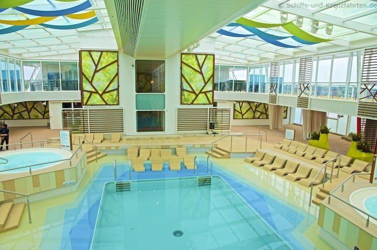 Indoor-Pool Mein Schiff 4