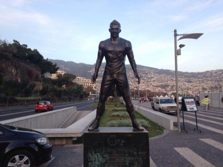 Statue Christiano Ronalda Madeira - Mein Schiff 4