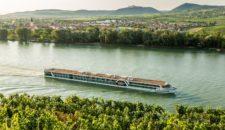 Amadeus Silver touchiert Hängebrücke in Passau