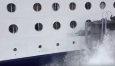 Volltreffer: Celebrity Infinity rammt Pier in Alaska (Video)