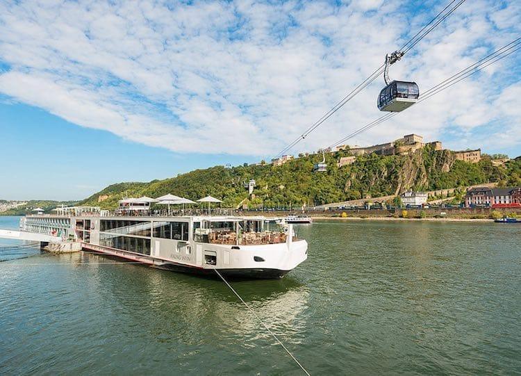 Viking Tor ist gegen eine Eisenbahnbrücke gefahren / © Viking River Cruises