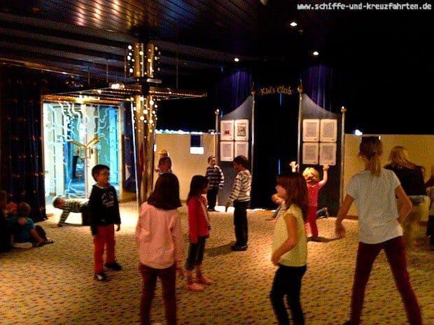 AIDAcara Abschiedstanz im Kidsclub