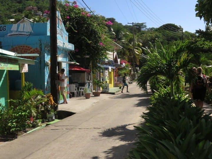 Vulkanausbruch: Royal Caribbean und Carnival Cruise Line helfen bei Evakuierung