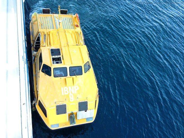 Tenderboot an der AIDAvita