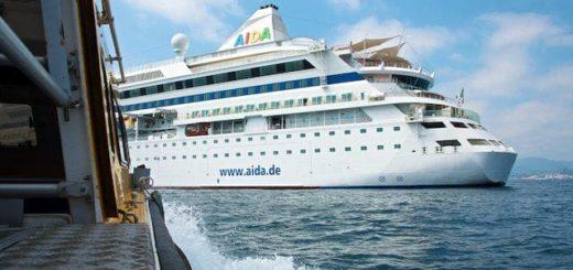 AIDAvita hatte einen Defekt und musste länger in Honningsvag am Nordkap bleiben / © AIDA Cruises