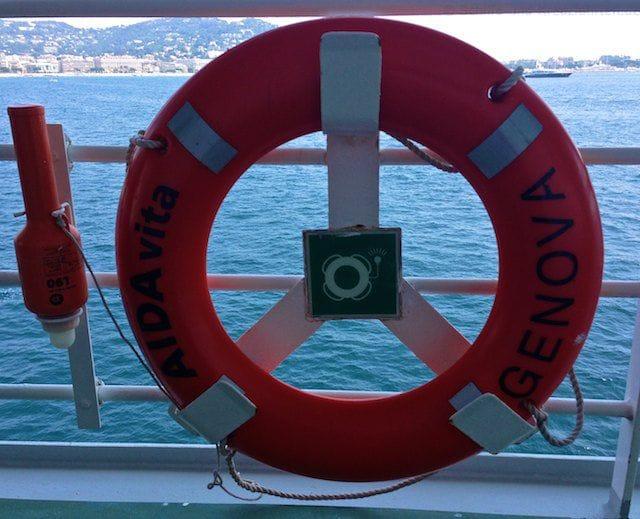AIDAvita: Auslaufen aus Cannes