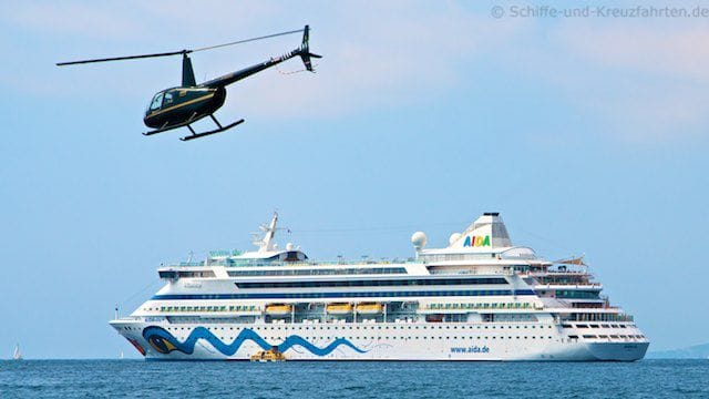 AIDAvita mit Helikopter in Cannes
