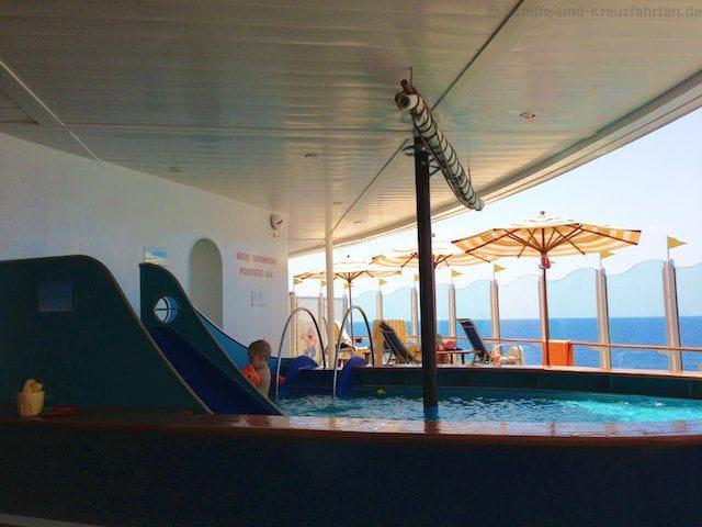 Pool im Kidsclub von AIDAvita