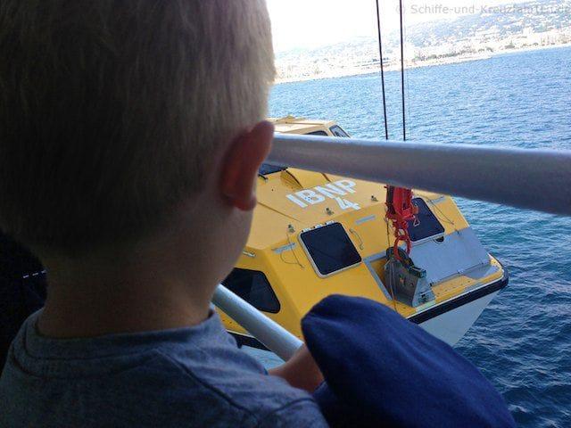 AIDAvita nimmt Tenderboot auf