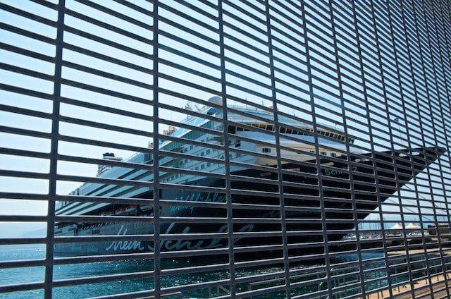 Mein Schiff 2 hinter Gittern in Ajaccio