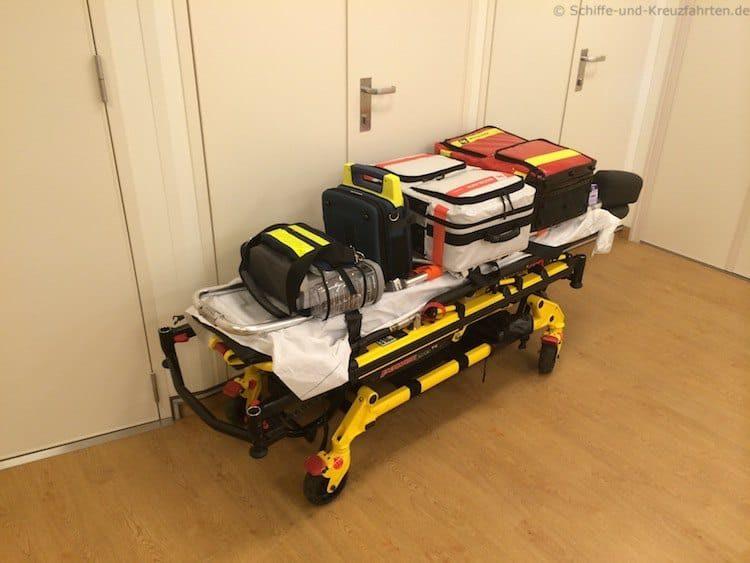 Mein Schiff 3 Bordhospital: Erste-Hilfe und Notfall-Liege
