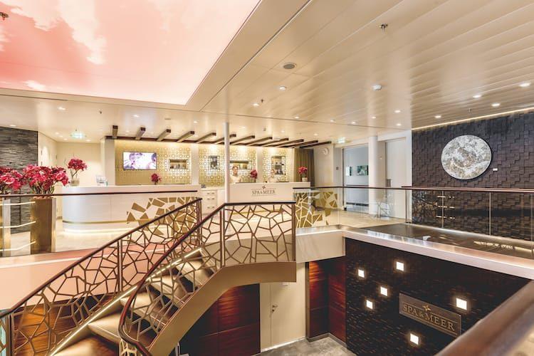 Mein Schiff 5 Spa & Meer Rezeption / © TUI Cruises