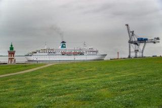 MS Deutschland beim Flottentreffen 2016 in Bremerhaven / © Jens Hagens