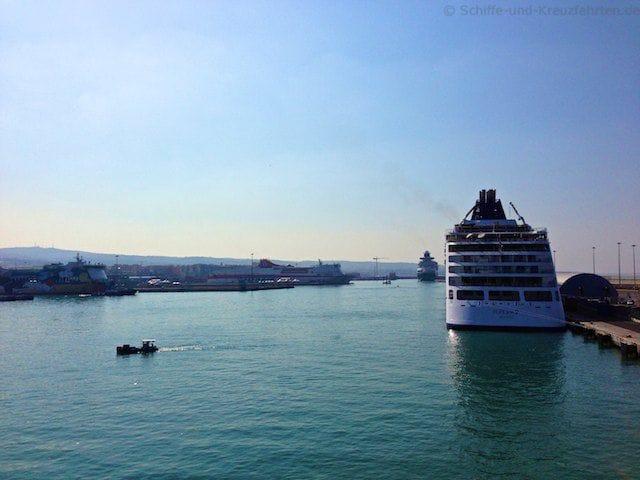 MS Europa 2 von Hapag-Lloyd-Kreuzfahrten in Civitavecchia