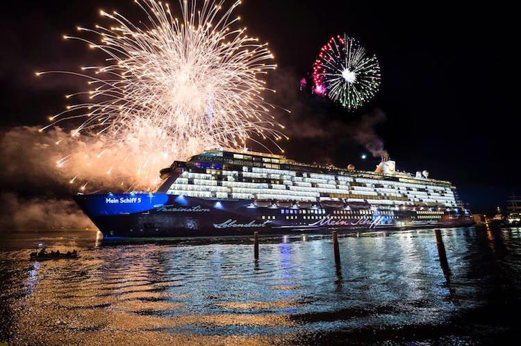 Tauffeuerwerk der Mein Schiff 5 / © TUI Cruises