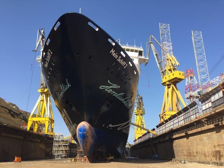Mein Schiff 2 im Trockendock / © TUI Cruises