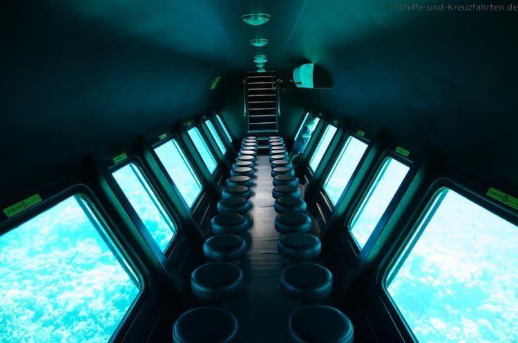 Das Glasboot - die Aussicht von unten