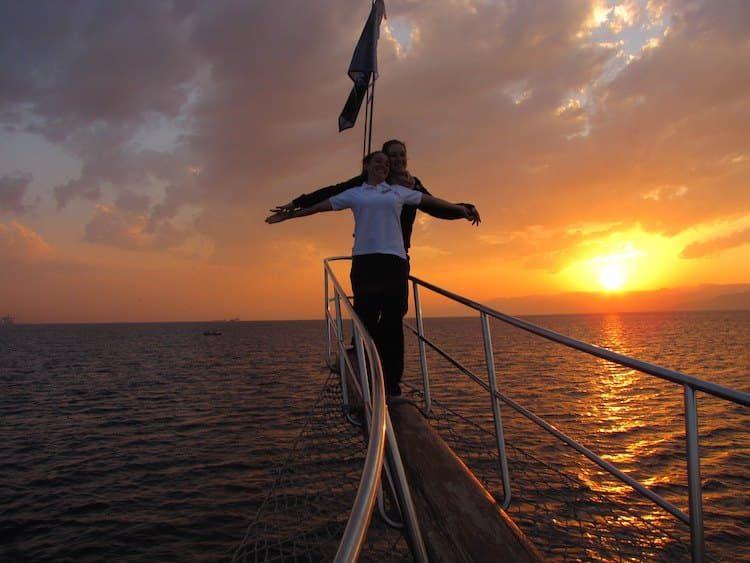 Sonnenuntergang auf dem Segelschiff in Aqaba