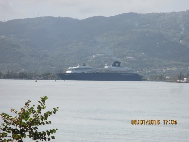 MS Zenith vor Jamaika