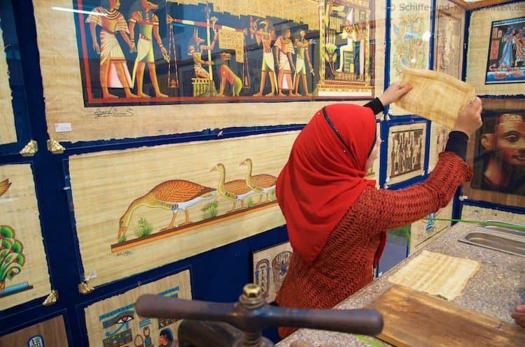 Hier wird die Papyrus-Herstellung erklärt