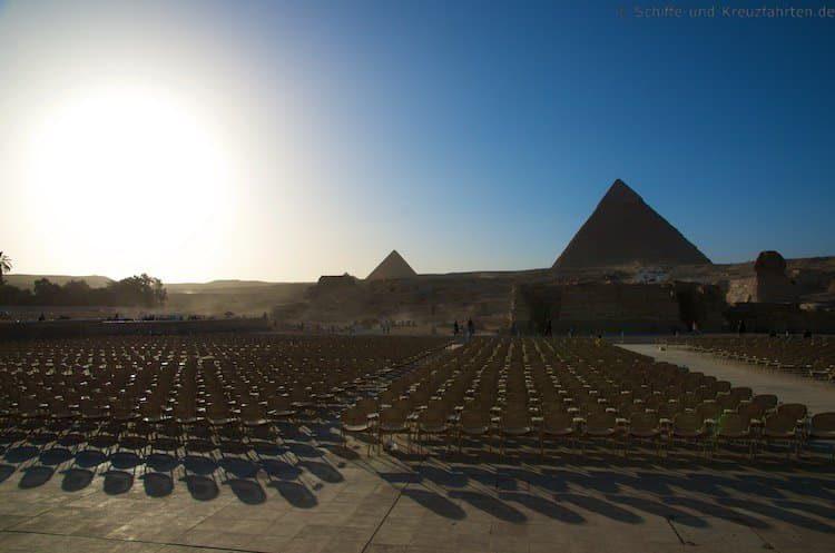 Die Sphinx vor den Pyramiden von Gizeh