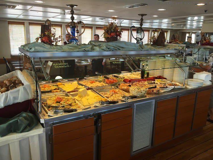 Teile des kalten Buffet am Mittag auf der MS Berlin