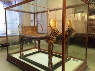 aegyptisches-museum-pharao-grab-bett-1