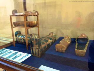 aegyptisches-museum-sarkophage-miniatur