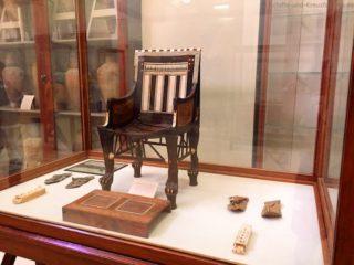 aegyptisches-museum-stuhl-1