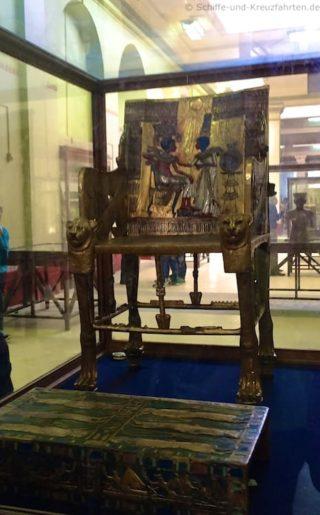 aegyptisches-museum-stuhl