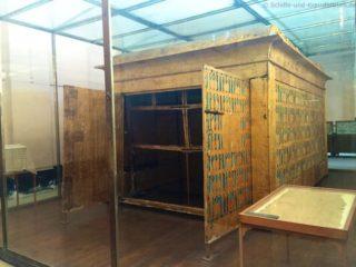 sarkophag-box-tut-anch-amun-aegyptisches-museum-3