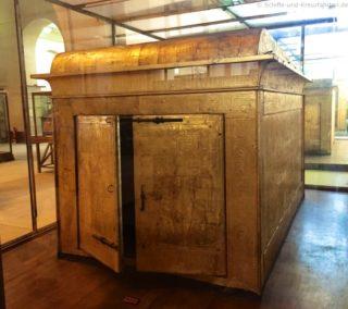 sarkophag-box-tut-anch-amun-aegyptisches-museum