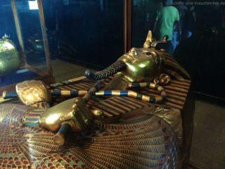 sarkophag-tut-anch-amun-aegyptisches-museum-3