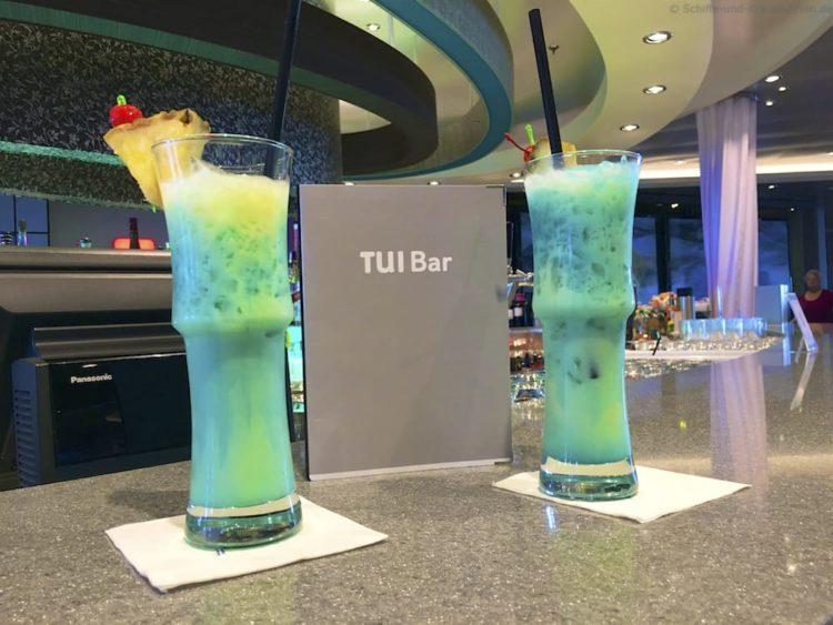 Cocktails in der TUI Bar