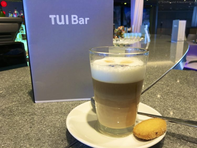 Latte Macchiatto in der TUI Bar