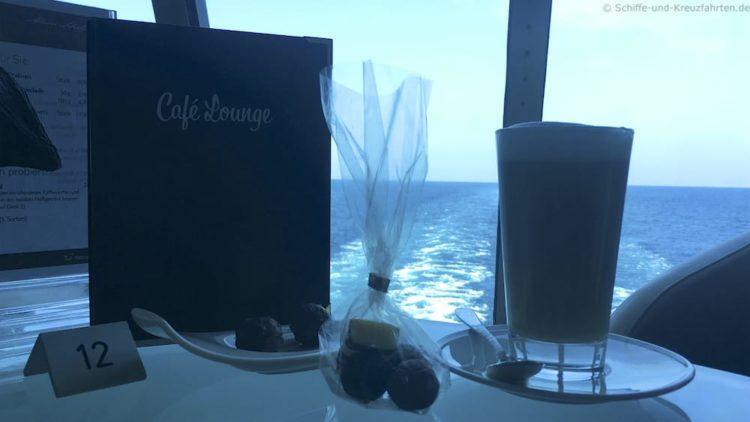 Pralinen & Kaffee in der Café Lounge