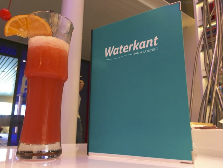 Cocktail in der Waterkant Bar