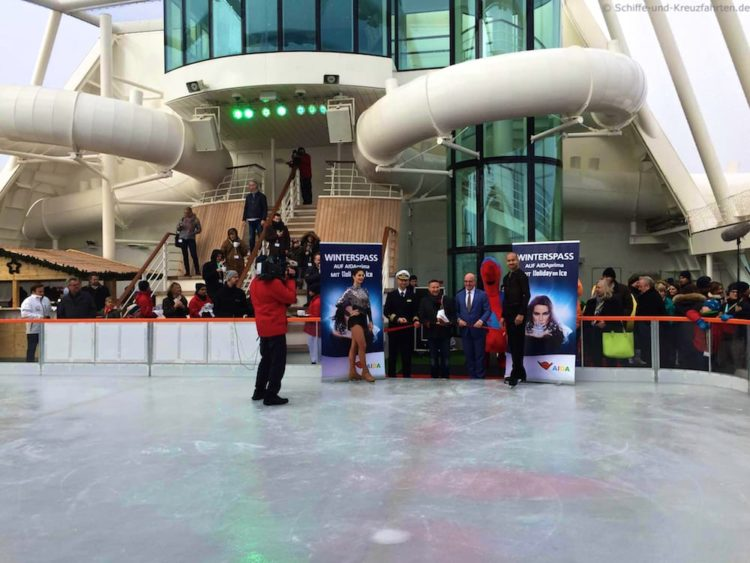 AIDAprima Eisbahn mit Holiday on Ice Workshops / © Frank Behling