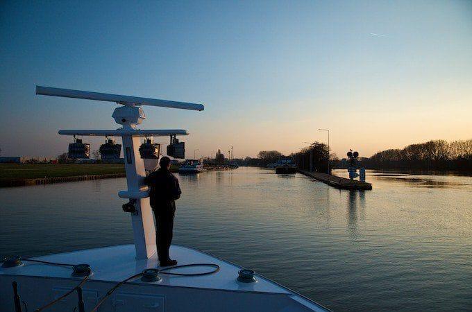 Sonnenuntergang unterwegs mit der MS Ariana von Phoenix Reisen